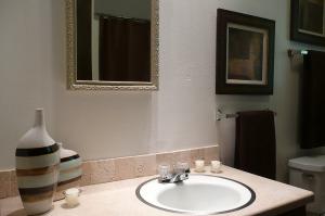 Decorating a small bathroom