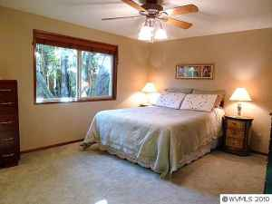 Master bedroom after home staging consultation