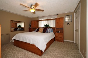 Decluttered rooms photograph better when home selling